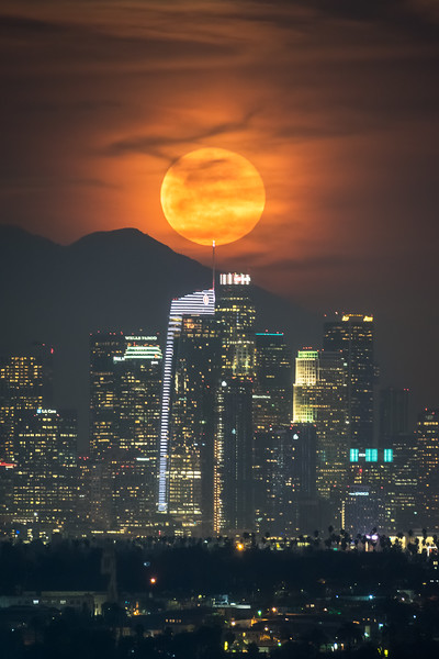 Supermoon rise over a smoggy Los Angeles
