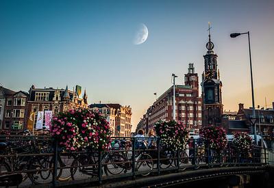 Munttoren & Muntplein square & Moon