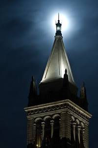 berkeley-uc-university-california-sather-tower-campanile-bell-clock-tower-night-full-moon-top-1