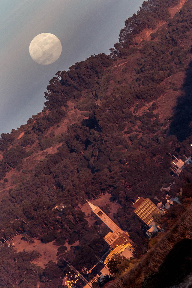 2014-11-05-moon-rise-sather-tower-campanile-uc-berkeley-close-v-angle