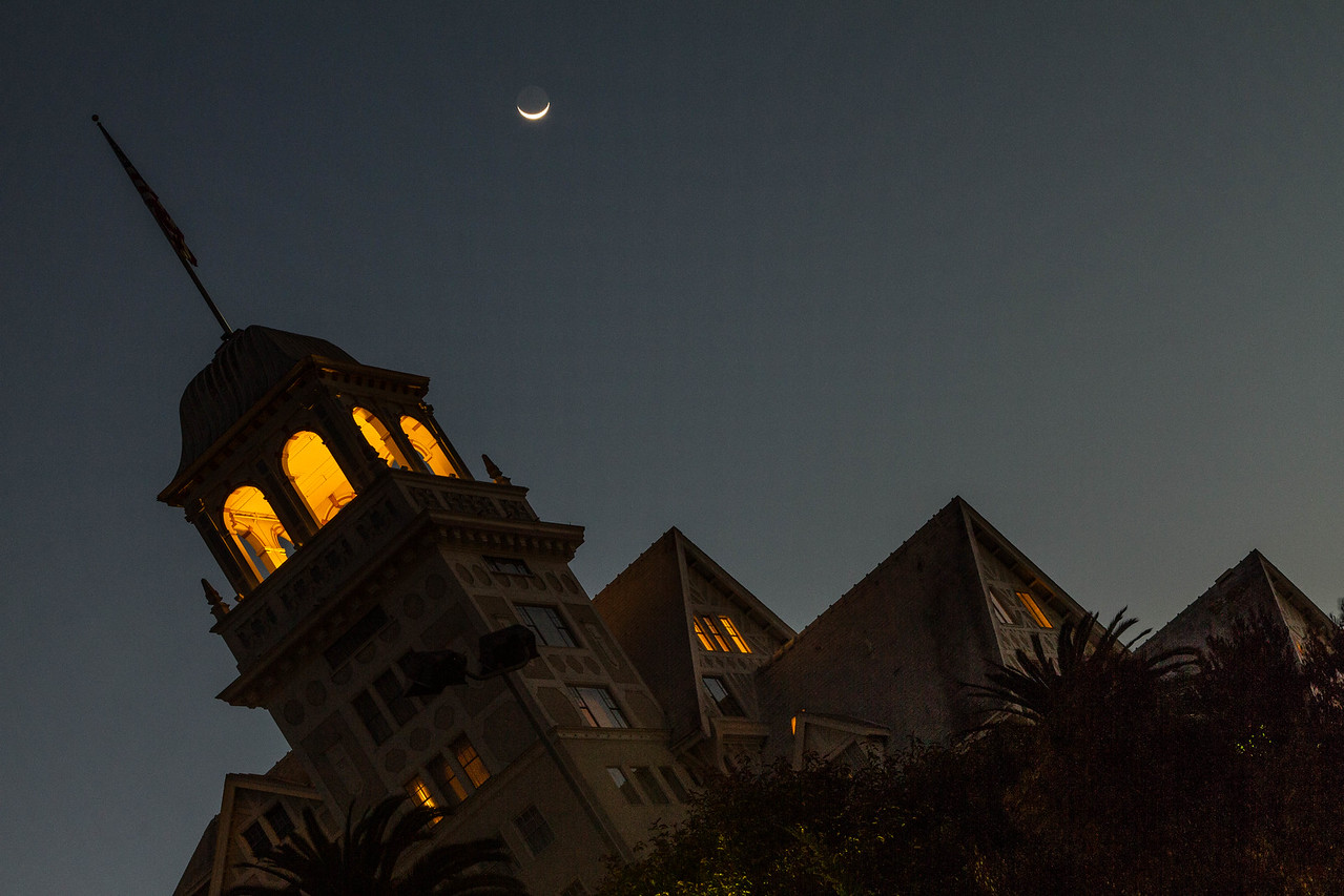 2013-10-31-moon-crescent-rise-berkeley-california-claremont-neighborhood-claremont-hills-claremont-hotel-resort-41-tunnel-road-angle-1