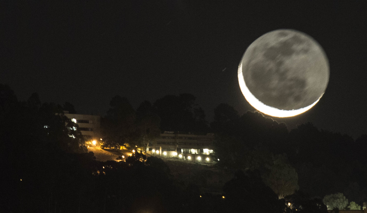 2013-11-01-moon-crescent-rising-berkeley-hills-space-sciences-laboratory-lhs-lawrence-hall-science-close-0