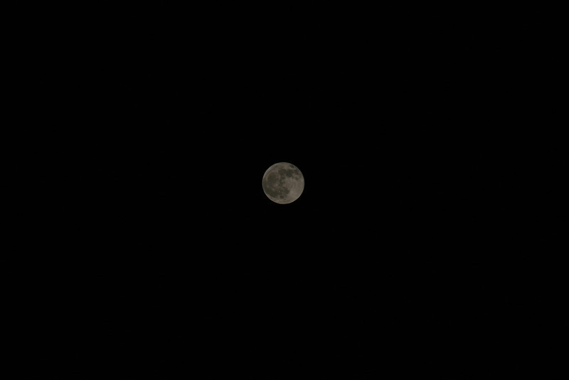 Full Moon 12/10/2011 Location: Wyckoff, NJ 5:36pm Canon 30d 70-200L @ 200mm f8-1/400th