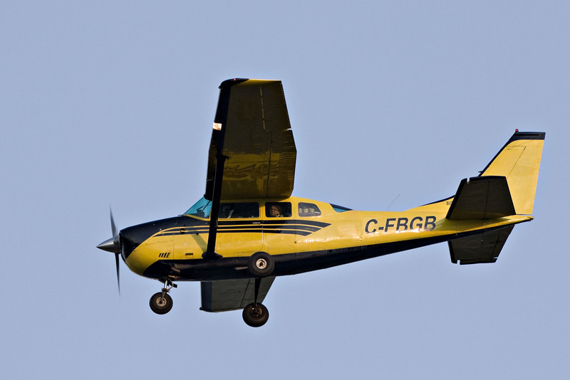 Bushland Airways Cessena 206 C-FBGB over the Moose River at Moosonee, Ontario