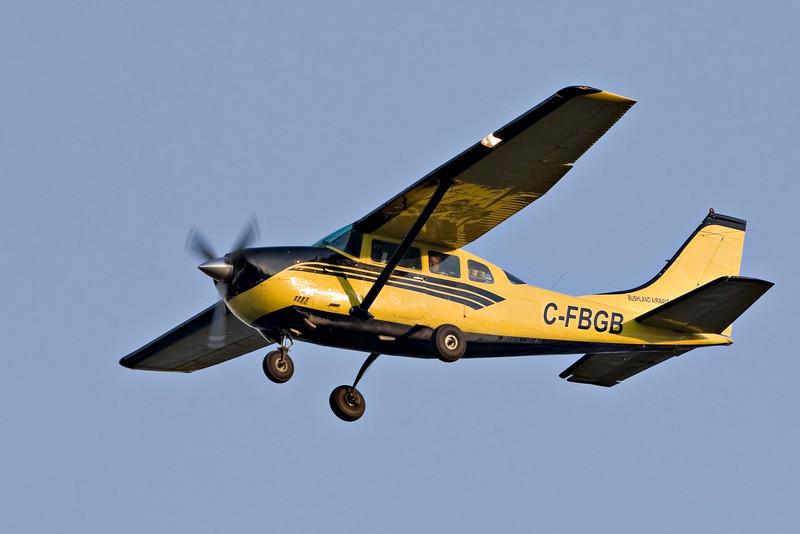 Bushland Airways Cessena 206 C-FBGB over the Moose River at Moosonee, Ontario