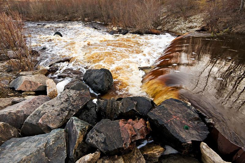 Store Creek dam in Moosonee