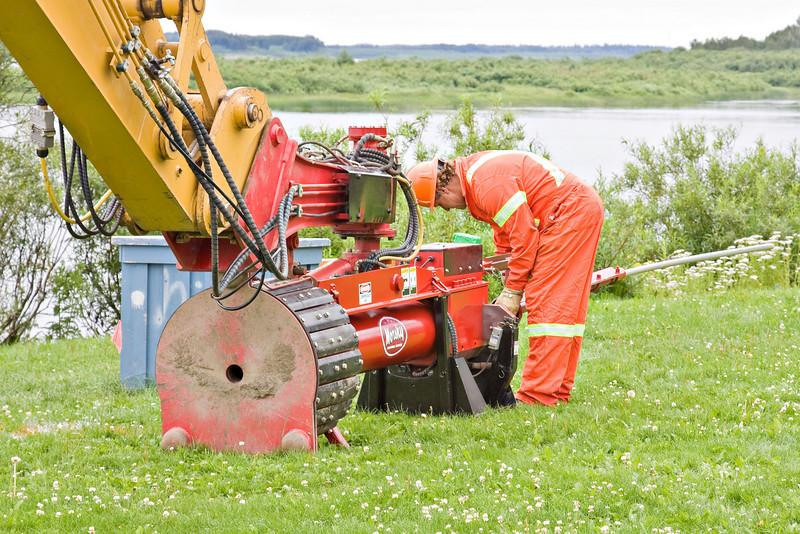 Loading a soil nail.