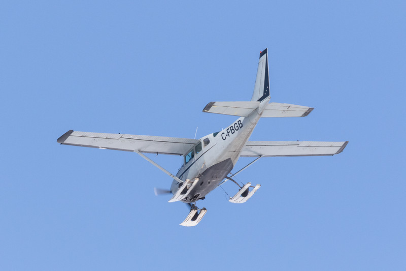 Bushland Airways U206E C-FBGB coming to land at Moosonee.