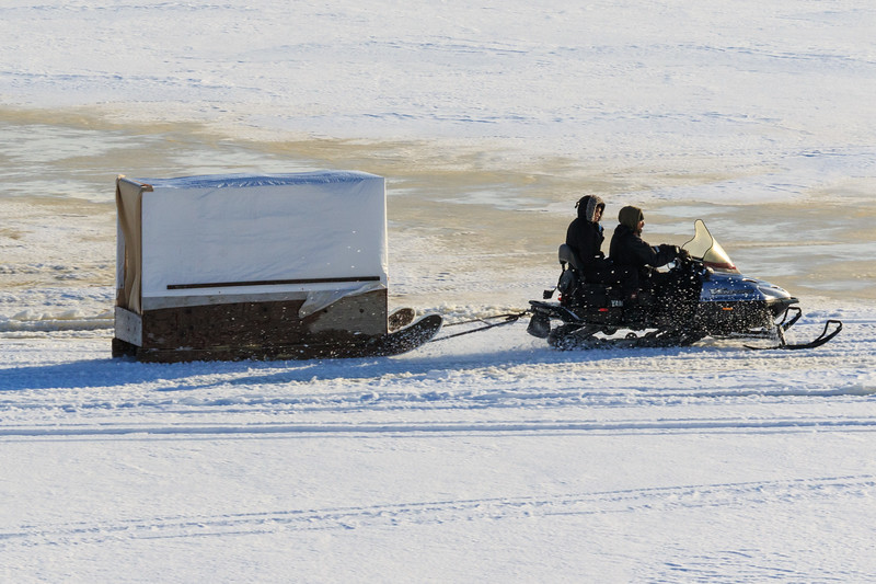 Snowmobile taxi on the Moose River at Moosonee 2017 November 28th.