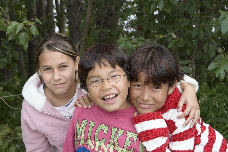 Three girls in Moosonee 2005 August 17