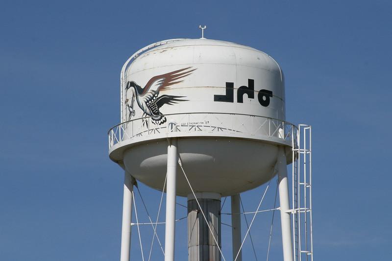 Moosonee water tower with artwork by Leo Etherington painted 1989. 2004 June 12