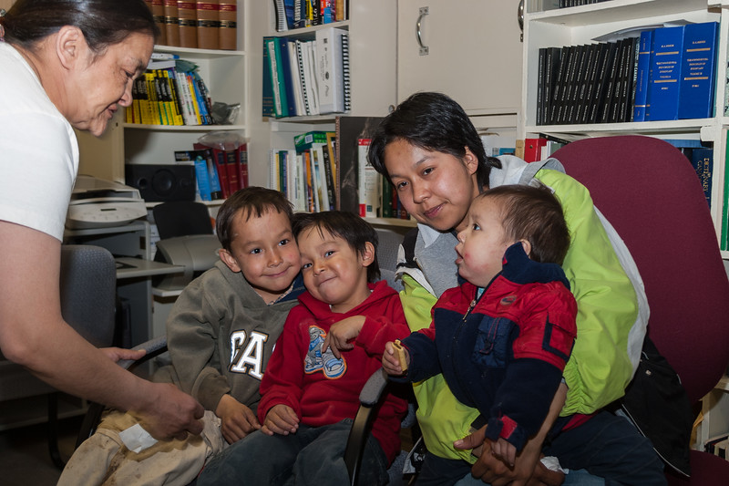 Natasha Blueboy with three of her children in the library at Keewaytinok Native Legal Services 2005 May 6 with Mary Blueboy