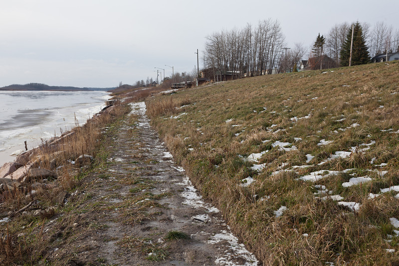 Looking up the Moose River along the Moosonee shoreline. Not much snow. Almost looks like a shoreline pathway.