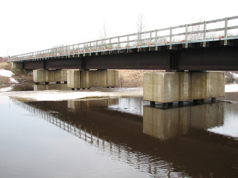 Water level of Store Creek has falled, concrete sections of rail bridge are now entirely above water.