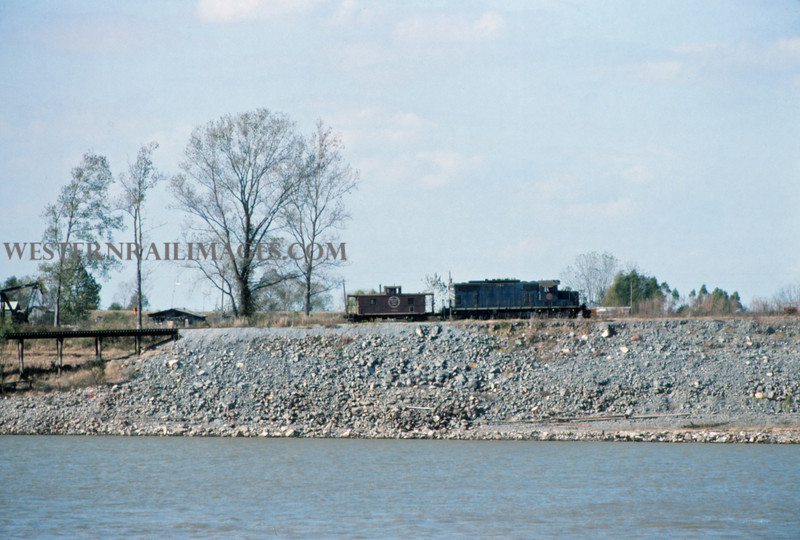 Mopac 227 - Nov 19 1975 - car ferry & caboose - Vidalia LA