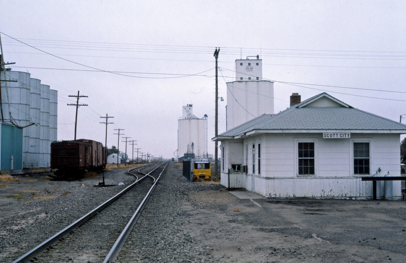 Mopac 253 - Nov 1 1987 - Depot @ Scott City KS