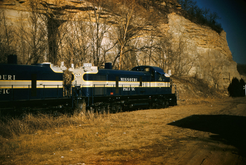 Mopac 89 - Feb 17 1955 - Alco GE road switchers No 4508 & 4511 - Pacific MO