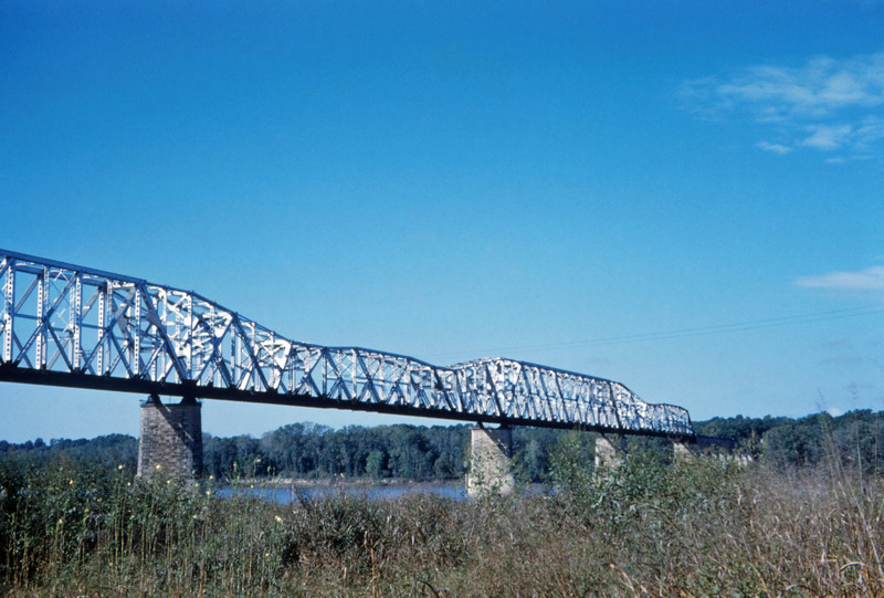 Mopac 206 - Oct 6 1959 - bridge @ Thebes ILL