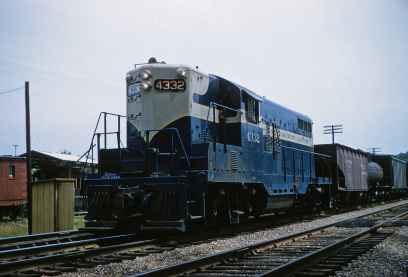 Mopac 122 - Jun 27 1955 - EMD GP-9 No 4332 at Barretts MO