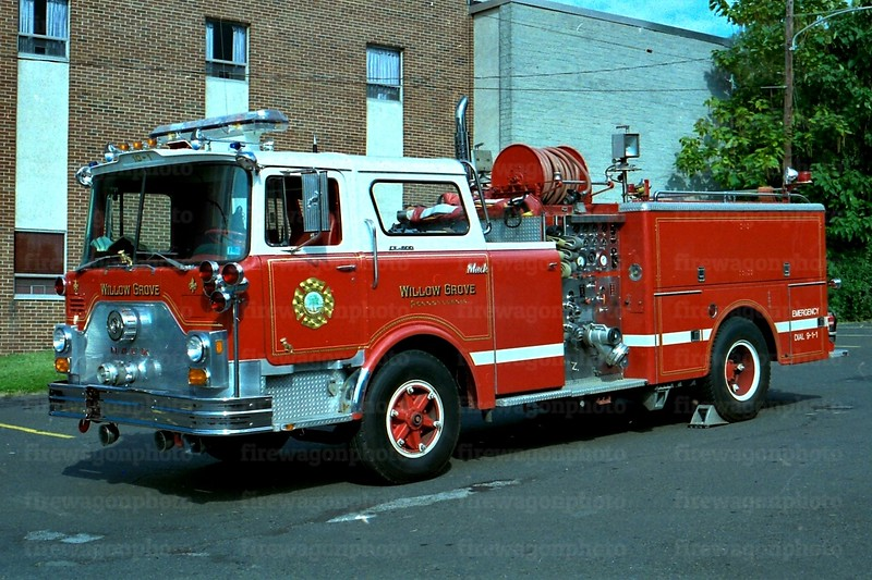 Willow Grove: 1974 Mack CF 1000/500<br /> x-LaMott