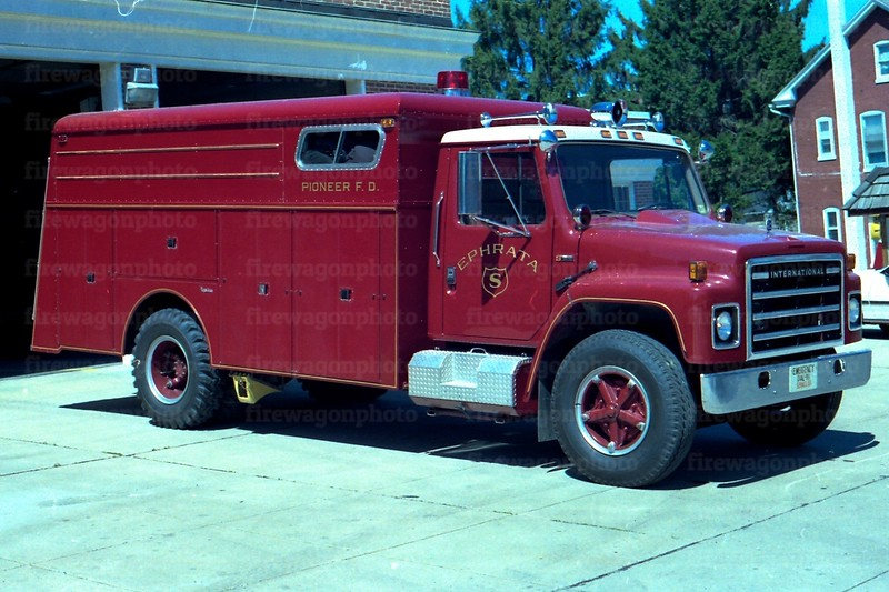 Ephrata - Pioneer Fire Co.: 1980 International/1964 Reading
