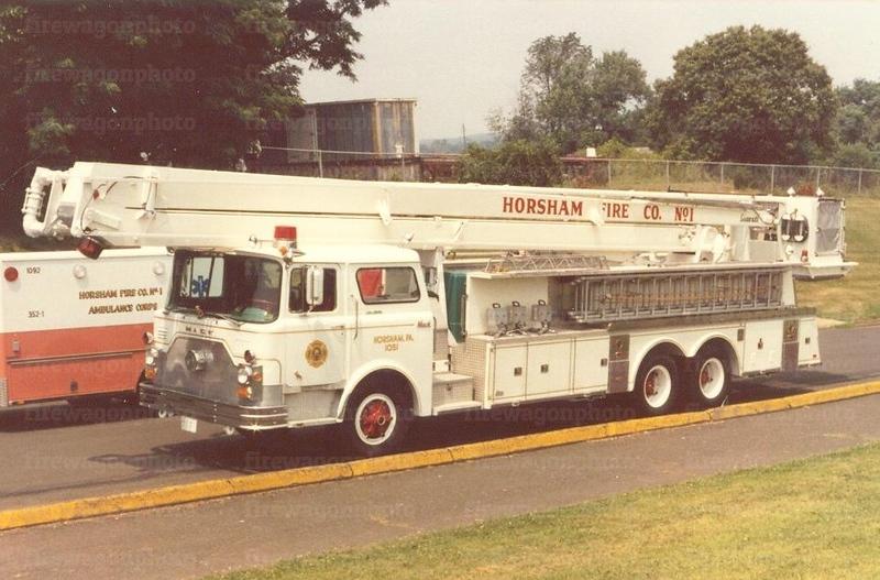 Horsham, PA: 1973 Mack CF/Pierce 85 ft.