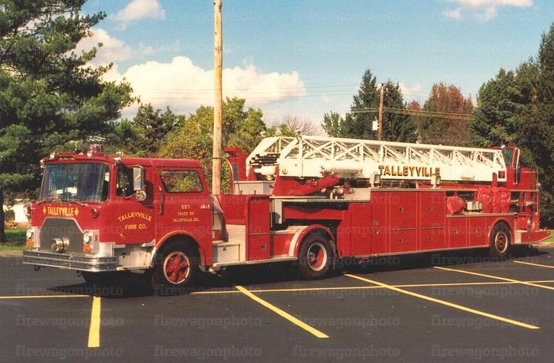 Talleyville, Delaware: 1977 Mack CF/LTI 100'