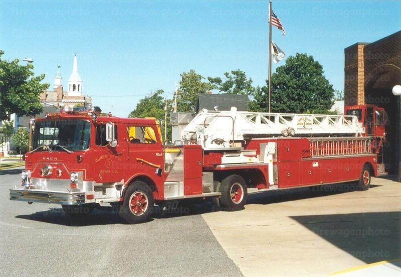 Dover, Delaware: 1981 Mack CF/AmericanLaFrance 100'