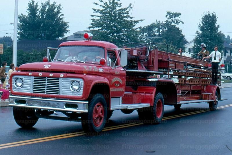 Elizabethtown, PA: Ford tractor-drawn aerial ladder