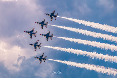 USAF Thunderbirds in Action.