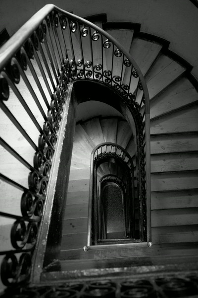 stair case to room