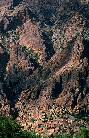 MOROCCO MOROCCO2003/ 003 In de Anti Atlas, een zuidelijke uitloper van het Atlasgebergte, liggen erg geîsolleerde bergdorpjes die nog vrij druk bewoond zijn