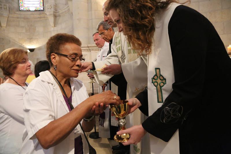 Evangelical Lutheran Christmas Church, communion