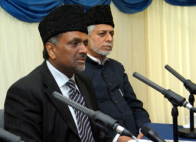 Amir UK, Rafiq Ahmad Hayat Sb and Imam of London Mosque speak during press conference