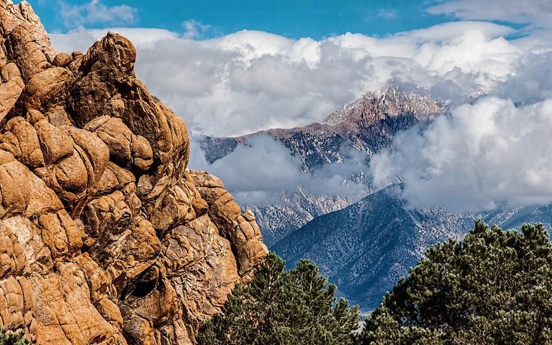 Sandstone, Mist and Boundary Peak