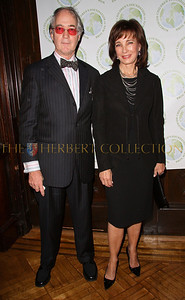 NEW YORK - OCTOBER 2:  President of the National Arts Club Aldon James and Actress Anne Archer attend the Worldwide Children's Foundation Fundraising Gala at The National Arts Club in New York City. (Photo by Steve Mack/S.D. Mack Pictures) *** Local Caption *** Aldon James; Anne Archer