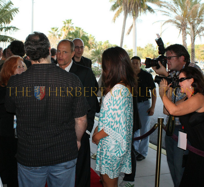 Woody Harrelson arrives on the red carpet