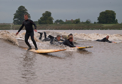 Steve King showing the others how its done. Nice pic of Steve this. James far right.