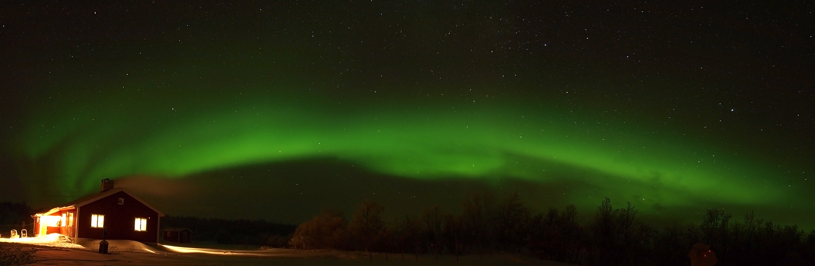 Yet more clear skies the aurora came out to play early again. Used the 12-60mm lens closer view on a few shots. Nice panorama this. Olympus E3
