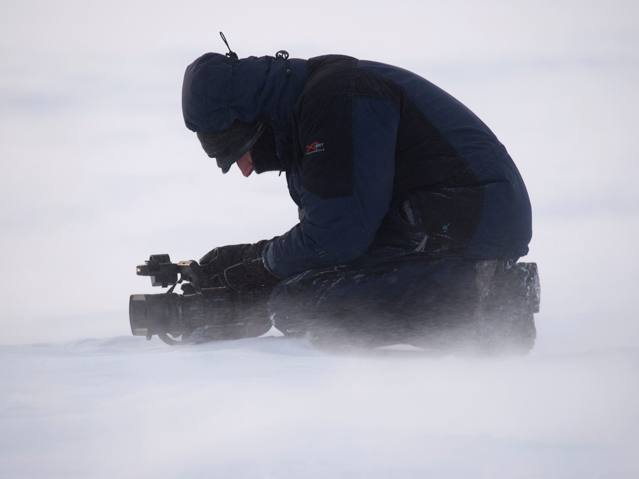Al filming on the arctic plateau away from camp. Olympus E3, 50-200mm, F4.5, 1/160s