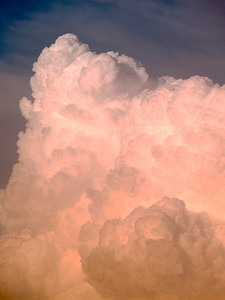 Nice close up of an anvil edge from a USA storm chase in 2005. Oly E1, 50-200mm