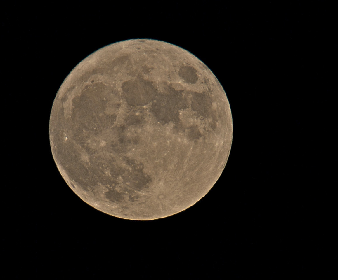 May 27 2010. Full 'milk' moon. Not as clear as the 23rd but not bad. Olympus E3, 90-250mm & x2 TC