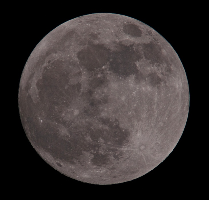 """Perigee full moon from Friday January 29th 2010. The biggest full moon of the year. Astronomers call it a """"perigee Moon,"""" because it some 14% wider and 30% brighter than lesser full Moons of the year. The Moon's orbit around Earth is not a circle but an ellipse, with one side 50,000 km closer to Earth than the other. Astronomers call the point of closest approach """"perigee,"""" and that is where the Moon will be Friday 29th night through Saturday 30th morning. Olympus E3, 90-250mm, x2 TC, F10, 1/250s, ISO 100"""