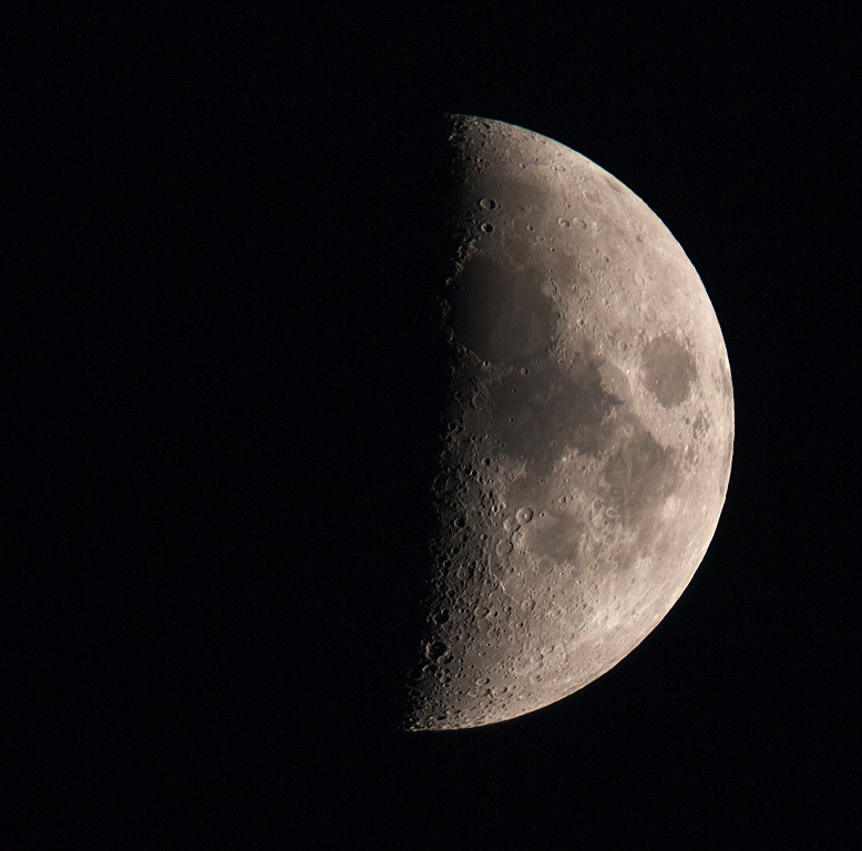 Sat 30 May 2009 waxing crescent. 500mm 4/3 focal length (90-250mm) lens with x 2 TC using Olympus E3. wsw sky location