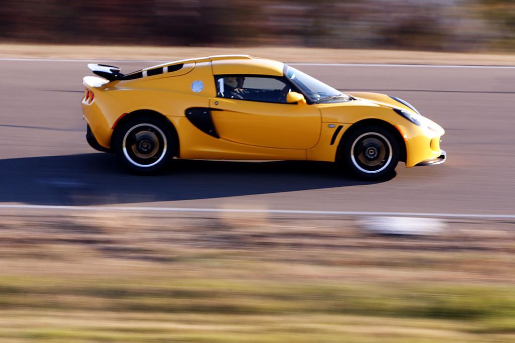 IMAGE: http://rsamos.smugmug.com/Motion/Track-Day/i-FMSPsrP/0/XL/BIR032-XL.jpg