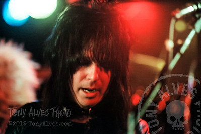 Motley-Crue-1982-04-19_019-Edit
