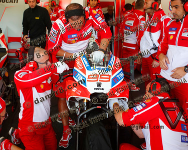 World Moto GP Championship. Round16 @Phillip Island. Australia. Michelin Australian Motorcycle Grand Prix.   Friday. 20.10.2017.  Ducati mechanics work on #99 Jorge LORENZO (ESP)  Ducati Team, during morning practice.  © ATP / Damir IVKA