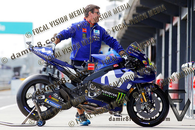 World Moto GP Championship. Round17 @ Phillip Island. Australia.  Michelin Australian Motorcycle Grand Prix. Thursday. 25.10.2018.  Movistar Yamaha MotoGP mechanic Alex Briggs worming up the machine of #46 Valentino ROSSI (Ita) Movistar Yamaha MotoGP. © ATP / Damir IVKA