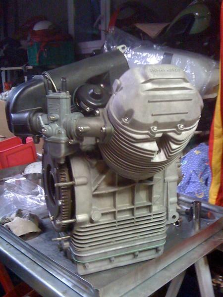 assemblage du volant moteur de lemans pour gagner un peu en monté en régime, assemblage des carburateurs et de la boite à air.