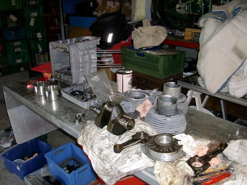 on prépare tous le bas moteur, nettoyage de l'épurateur, changement des coussinets , vérification des paliers et du vilebrequin.